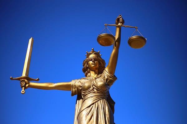 Justitia und die Rechsprechung